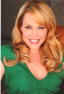 Julie Benz plays Stephanie Powell in No Ordinary Family