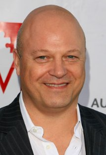 Michael Chiklis plays the father in No Ordinary Family